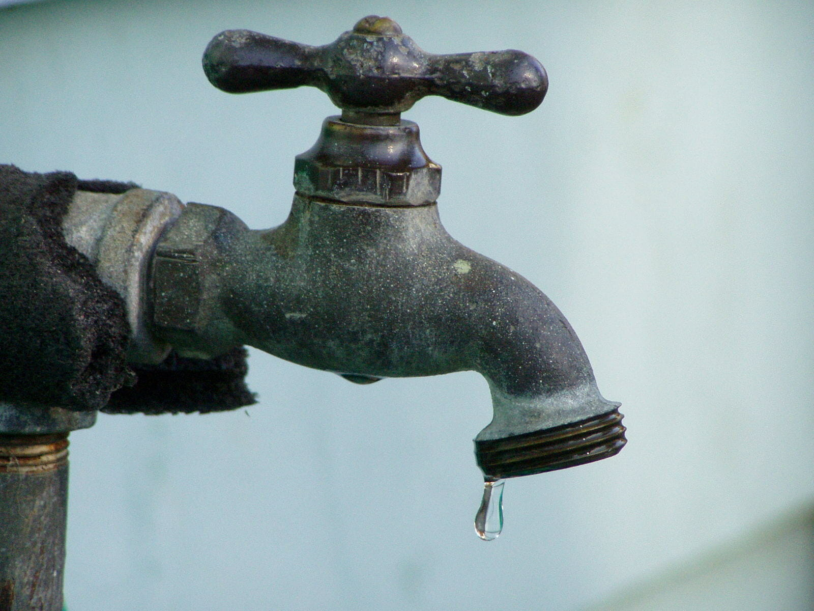 4 Steps for Dealing with a Noisy Faucet